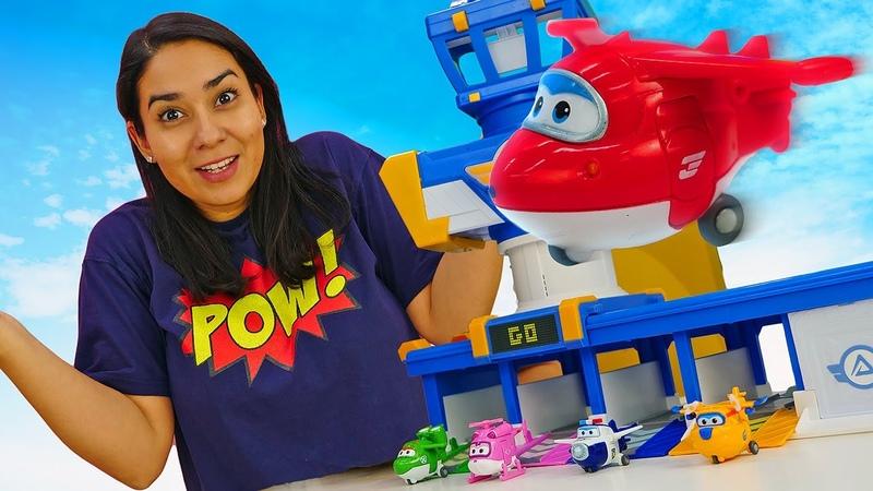 Valerias Spielzeug Kindergarten. Das Super Wings Team baut einen Bahnhof. Spielzeug Video für Kinder