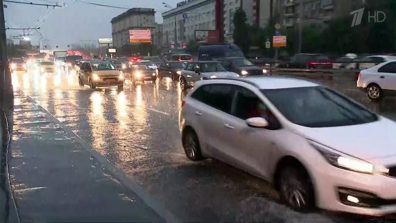 В течение суток на Москву обрушится до половины месячной нормы осадков