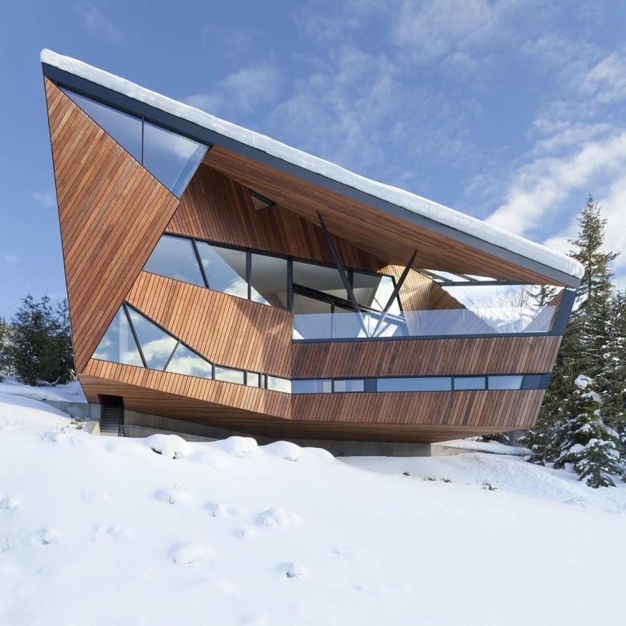 Дом Хадавэй (Hadaway House) на склоне с видом на долину Уистлер в Канаде от Patkau Architects.