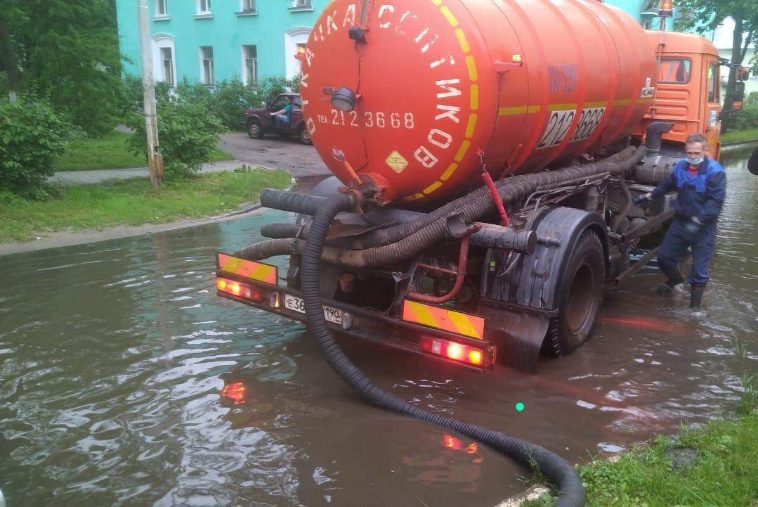 Городские службы Дубны устраняют последствия непогоды