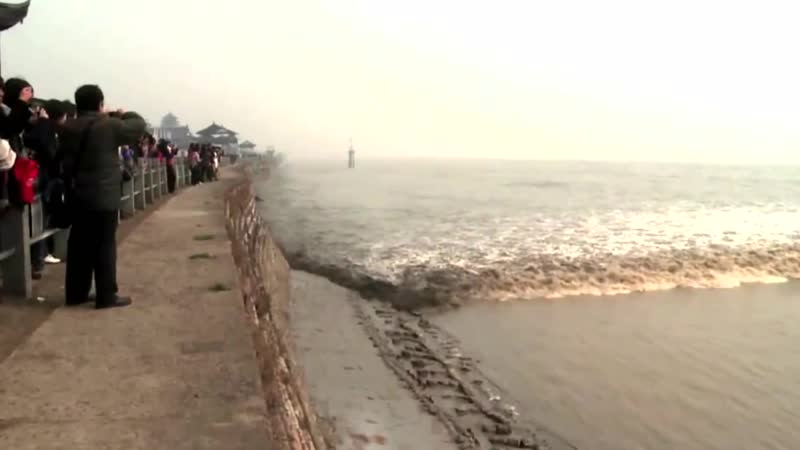 Самая большая приливная волна в мире бор на реке ЦЯНЬТАН