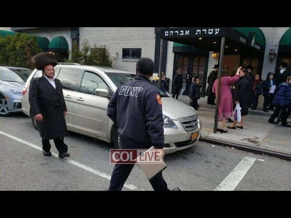 Во время пандемии коронавируса евреи хасиды Бруклина проводят многочисленные свадьбы и похороны