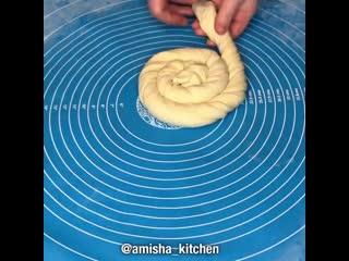 Слоёный хлеб (ингредиенты в описании видео)