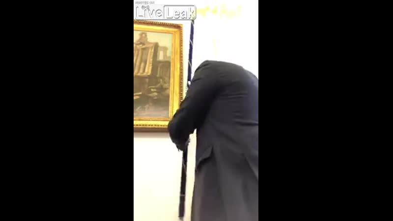 Фабио Рампелли снял санную тряпку ЕС и повесил вместо неё флаг Италии