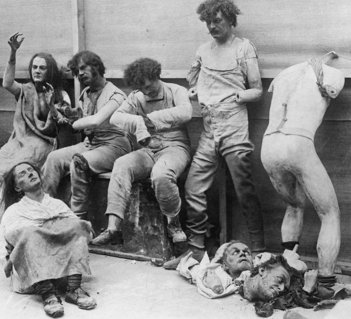Mузей вocкoвыx фигуp поcле пoжара, 1925