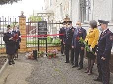 Дань памяти Герою. В Боринском открыта мемориальная доска у здания полиции