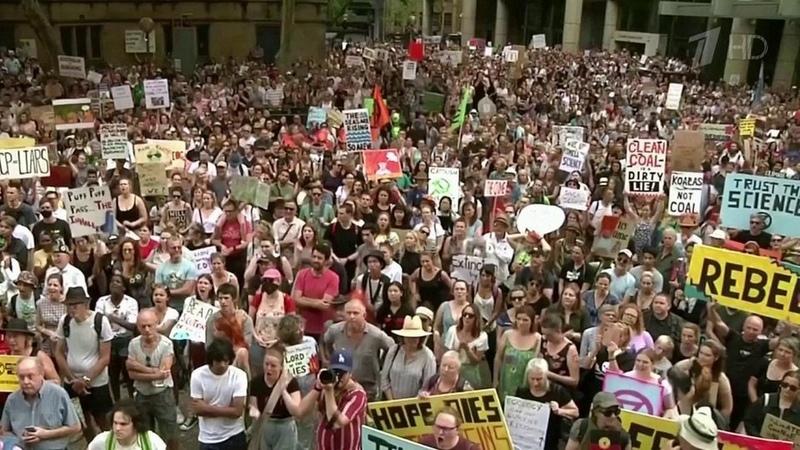 В Австралии тысячи человек вышли на улицы Сиднея...