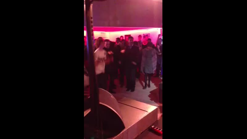 Nikos Aliagas danse le Harlem Shake à