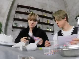 YOONGI'S FACE WHEN JIMIN REMOVED THE COVER I CANT