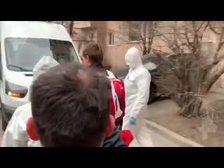 Видео задержания сбежавшего из карантина в Петербурге