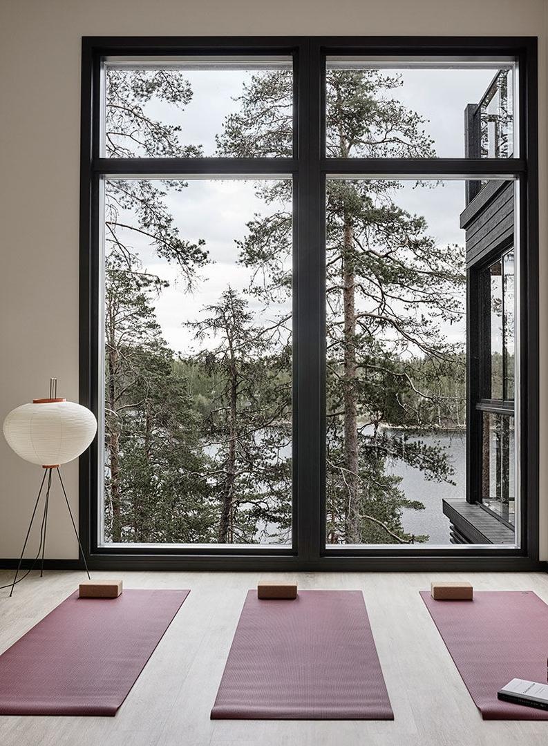 Прекрасный современный коттедж в лесу у озера в Финляндии || 02