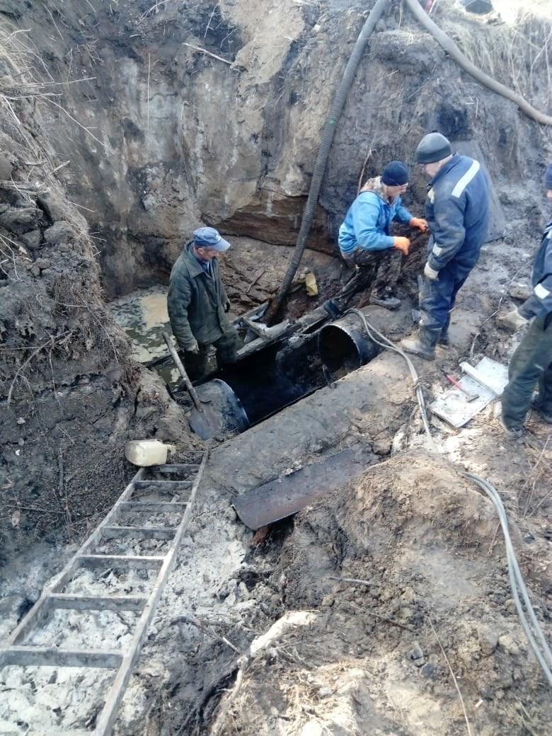 На участке водопровода между Петровском и Антиповкой ведутся ремонтные работы