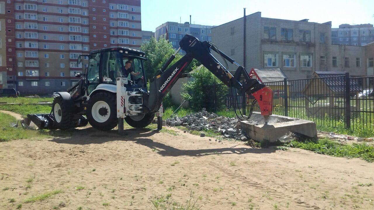 Демонтаж бетонных плит на придомовой территории. Улица