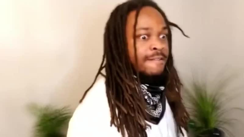 Афроамериканец рофлит на тему работорговли