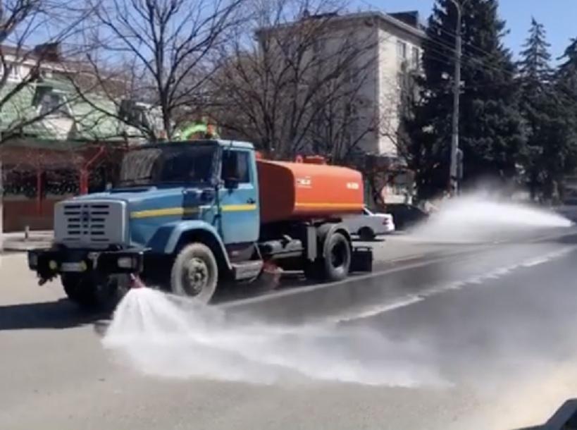 Cанитарная обработка и дезинфекция улиц и общественных территорий началась в КЧР