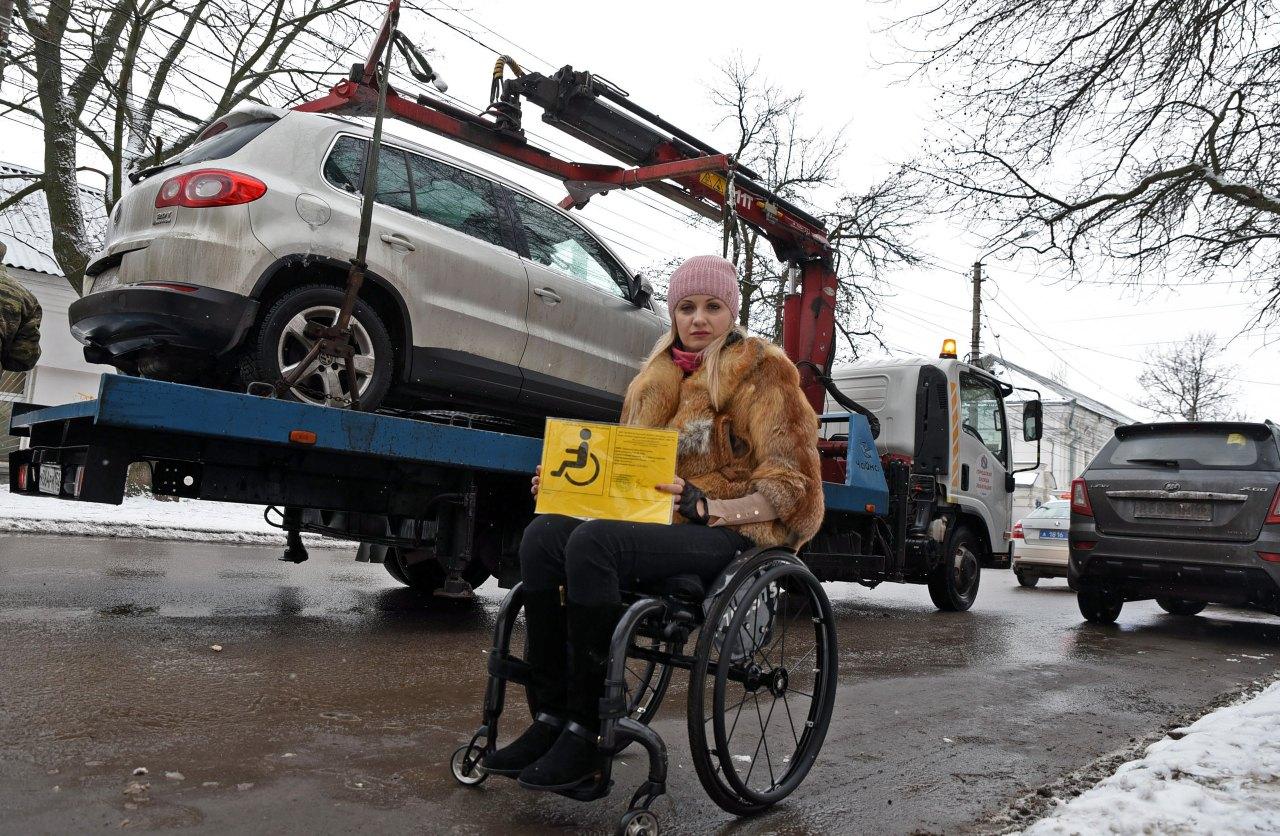 Курян штрафуют за  парковку на местах для инвалидов
