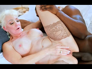 ПОРНО -- ЕЙ 64 -- БАБУШКА КАЙФУЕТ С НЕГРОМ -- porn granny gilf sex -  Seka Black