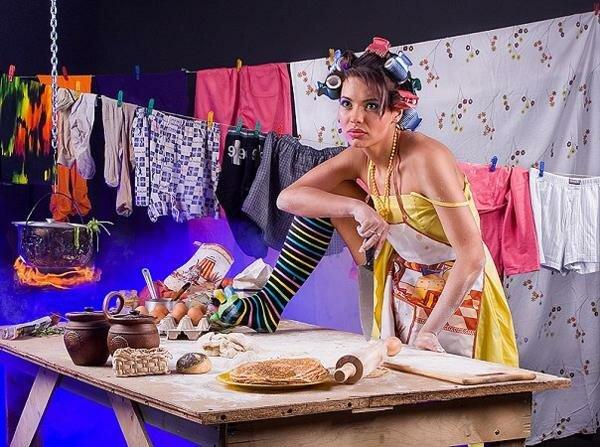 Женщина из ничего может сделать три вещи: скандал, шляпку и салат (французская поговорка)А еще из двух яблок обед на несколько персон, из одного шага танец, а из мимолетного взгляда целую