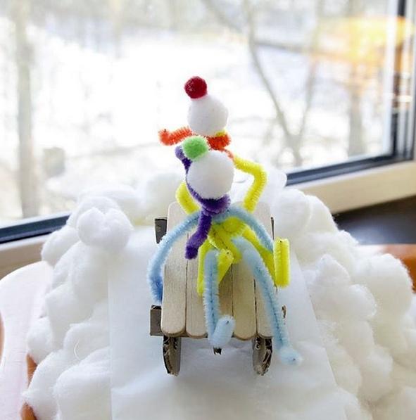 ЗИМНИЕ ПОДЕЛКИ. ПРОВОЛОЧНЫЕ ЧЕЛОВЕЧКИ ВЕСЕЛЯТСЯ Человечки съезжают с горы на лыжах и санках, катаются на коньках по замершему пруду, лепят снеговика, играют в