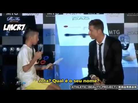 Cristiano Ronaldo Mostrando Sua Humildade com Garoto que n sabe falar português