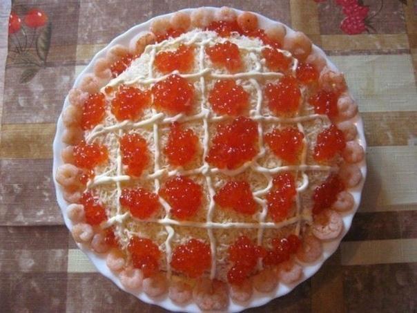 Новогодние салаты: Топ-8 рецептов! Девочки, берём на заметку идеи! 1) Салат с сёмгой ИНГРЕДИЕНТЫ: Соленая семга 400 грамм. Твердый сыр 200 грамм. Отварной картофель 3 штуки. Вареные яйца 3