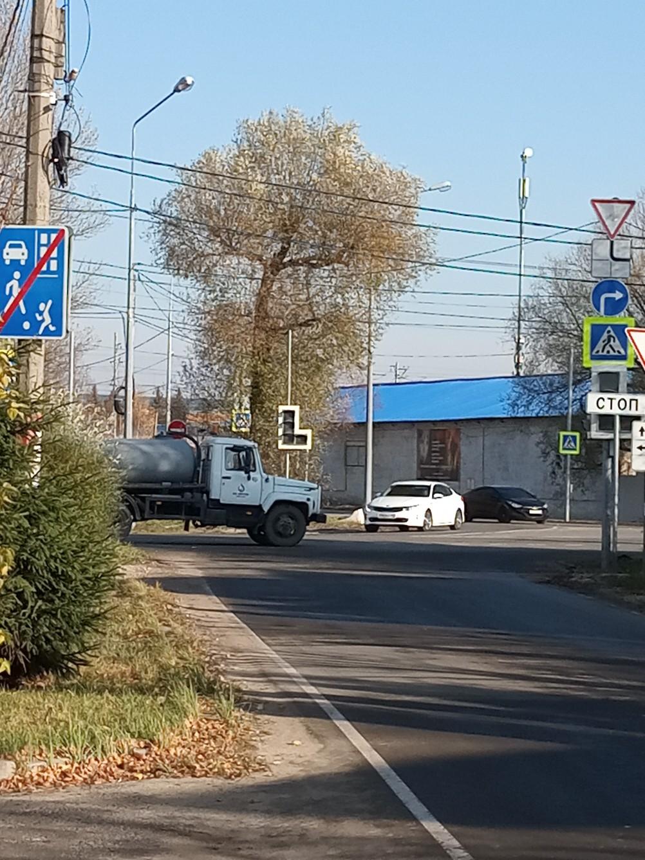 Выезд с улицы Совхозная только направо. Висит