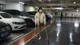 amputee lady shopping with crutches.