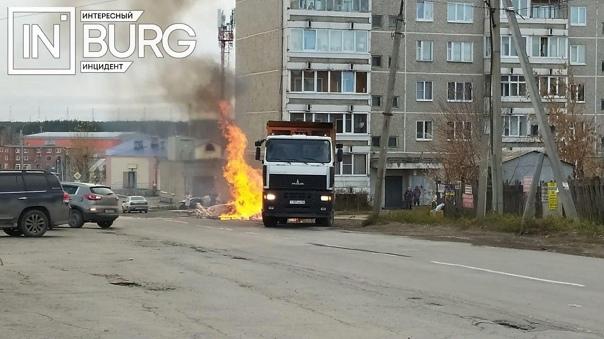 Сегодня днем загорелся мусоровоз в поселке Садовый...