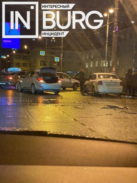 На перекрёстке Московская – Ленина произошло ДТП. ...