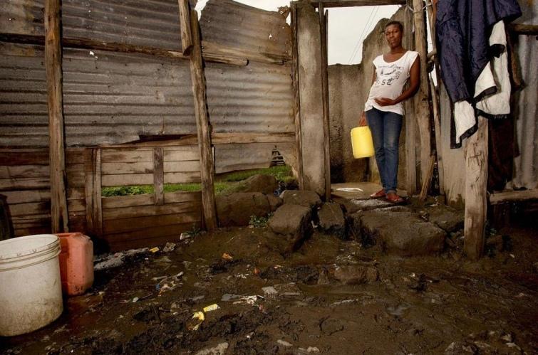 Как выглядят туалеты богачей и бедняков в разных странах мира, изображение №13