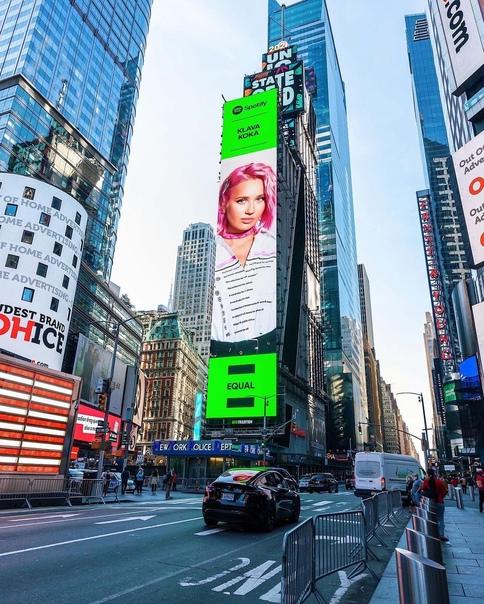 На Таймс-сквер появился огромный билборд с Клавой ...