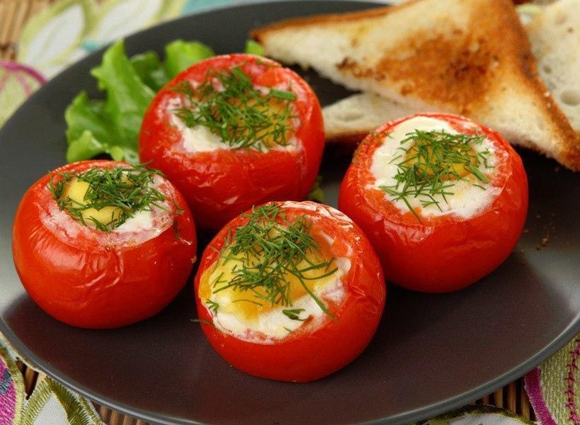 Яйца в помидорах: завтрак, который стоит попробовать!