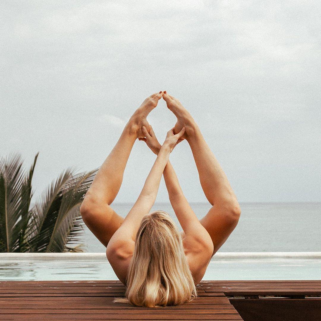 Красота йоги от этой девушки просто завораживает