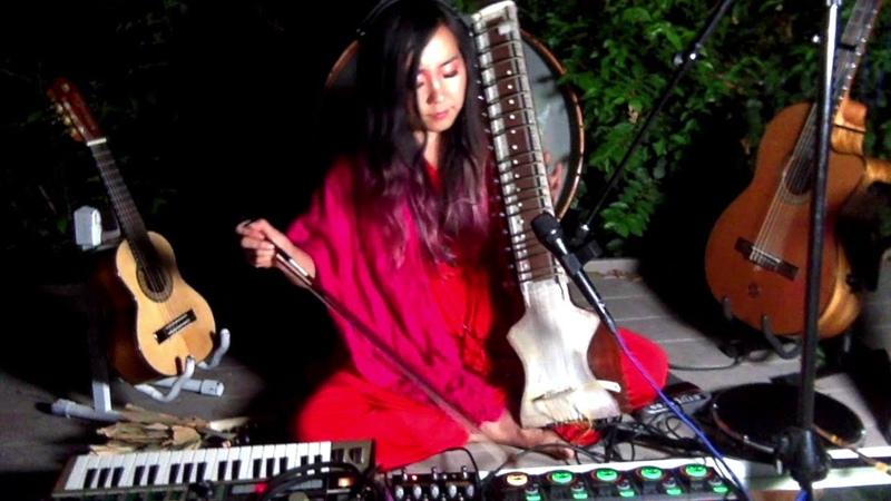 Great Mystery   Úyanga Bold   LIVE Looping   Ethnic English Emotional Singing, Guitar Dilruba