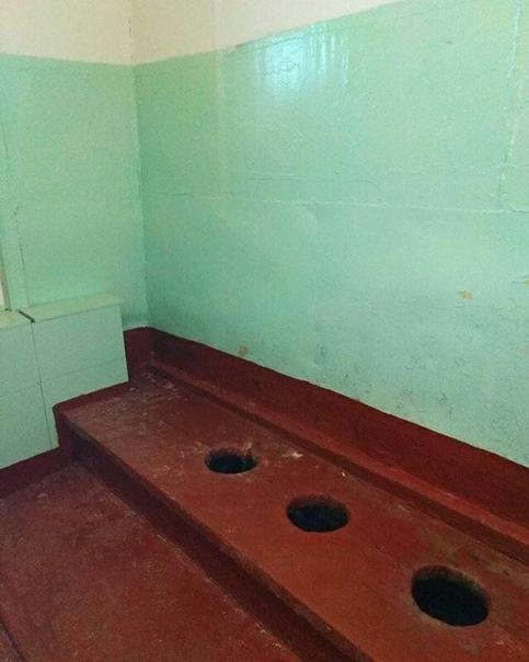 На днях глава Миасса Григорий Тонких выложил в своем инстаграме фото туалетов, которые по его просьбе отремонтировал в городской школе 23 Благодаря этому посту он обрёл популярность в