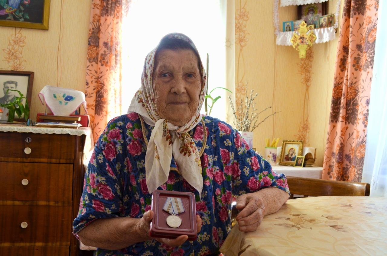 Ветеранам Великой Отечественной войны из Петровска продолжают вручать юбилейные медали