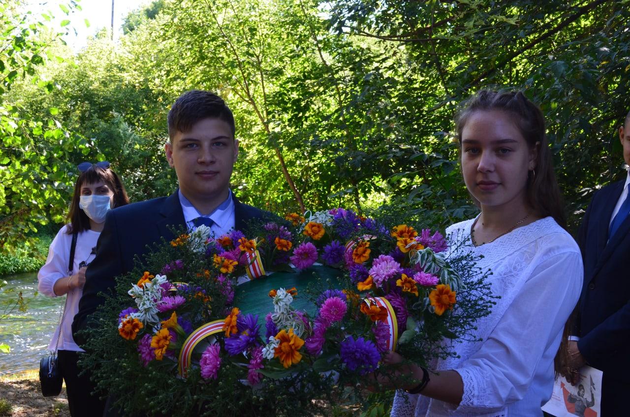 Петровчане поддержали Всероссийскую акцию «Цветы Победы», посвященную 75-летию окончания Второй мировой войны