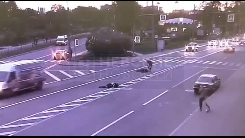 Появилось видео с моментом наезда мотоциклиста на пешехода на Ждановской улице