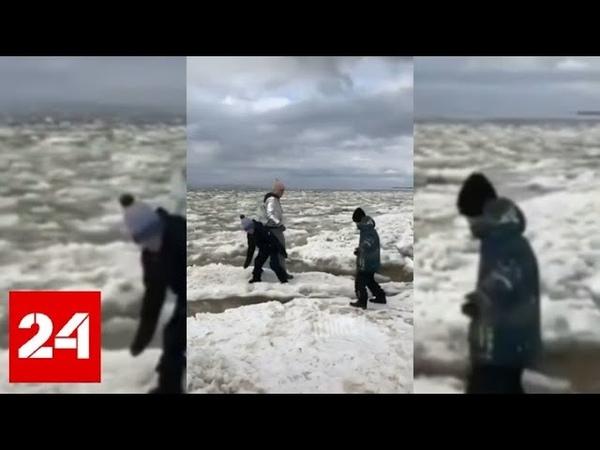 Женщина с детьми устроила прыжки по льдинам после вскрытия реки